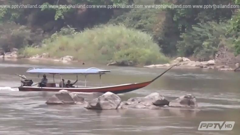 แม่น้ำกกระดับน้ำลดลงต่อเนื่องจนโขดหินโผล่