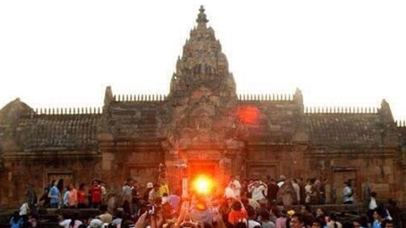 เชิญชมปรากฏการณ์ดวงอาทิตย์ขึ้นตรง15 ช่องประตูพนมรุ้ง