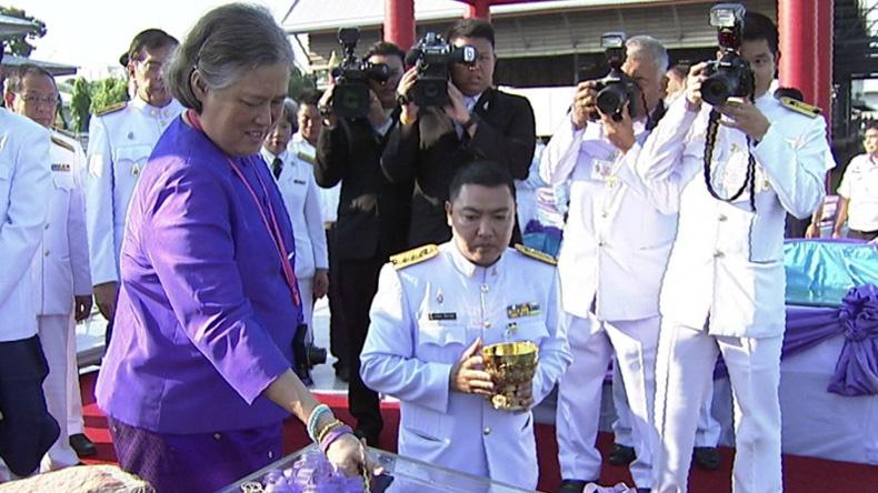 สมเด็จพระเทพฯ ทรงปล่อยพันธุ์ปลาเนื่องในวันคล้ายวันพระราชสมภพ