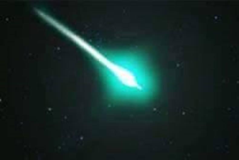 ผู้เชี่ยวชาญดาราศาสตร์ชี้แสงสีเขียวบนท้องฟ้าอาจเป็นไฟร์บอล
