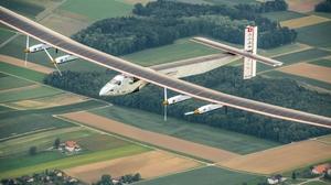 """เครื่องบิน """"โซลาร์ อิมพัลส์ ทู""""ทำสถิติโลกบินนานที่สุดโดยไม่หยุดพัก"""
