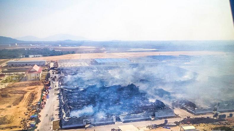 คุมเพลิงไหม้โรงงานผลิตยางนิคมเหมราชได้แล้ว ไม่พบผู้เสียชีวิต