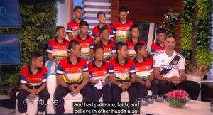 """ทีมหมูป่า ออกทอล์กโชว์ชื่อดังอเมริกา """"ซลาตัน""""เซอร์ไพรส์กลางรายการ"""