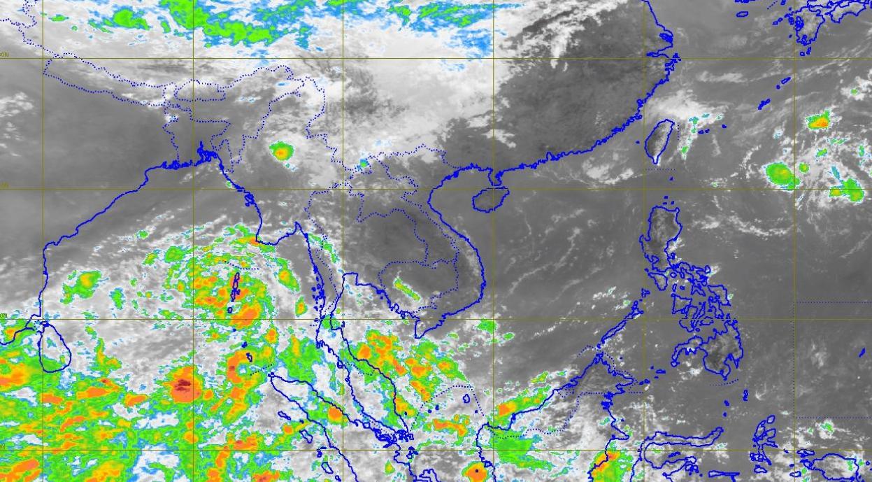 """กรมอุตุฯ เผย """"ตะวันออก-กลางตอนล่าง-ภาคใต้"""" ฝนตกต่อเนื่อง"""