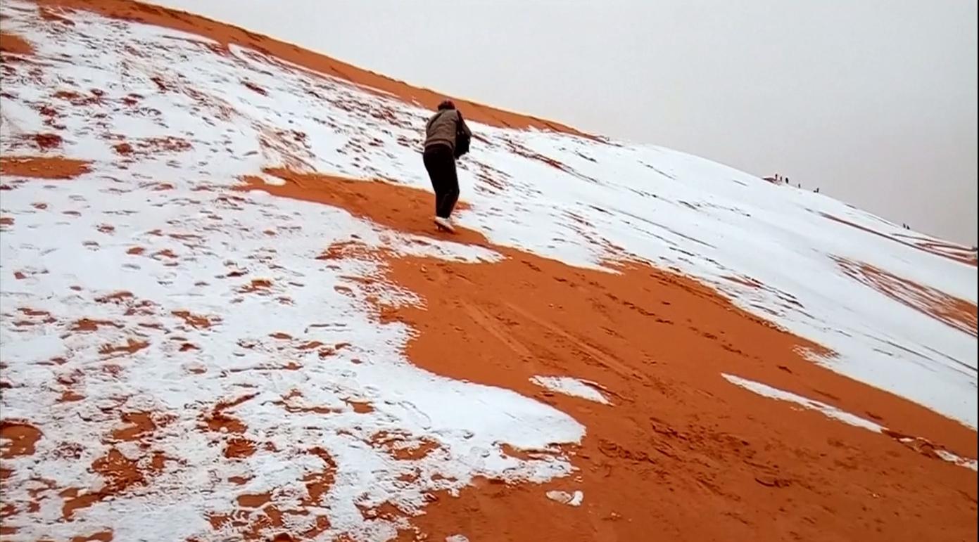 หาดูยาก! หิมะตกในทะเลทรายซาฮารา อุณหภูมิแตะ 1 องศา