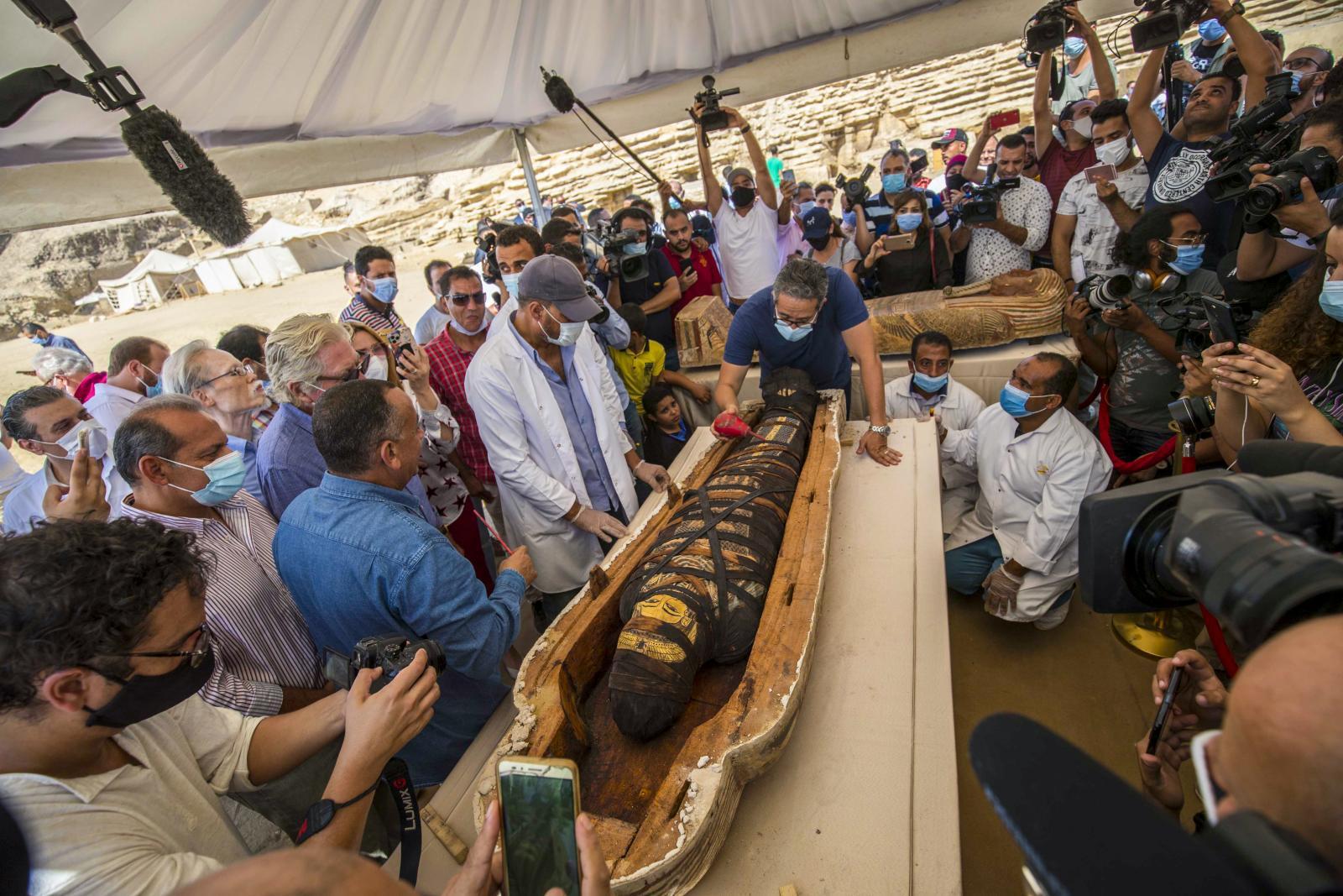 สภาพมัมมี่โบราณ หลังรัฐบาลอียิปต์เปิดหนึ่งใน 59 โลงศพอายุ 2,500 ปี
