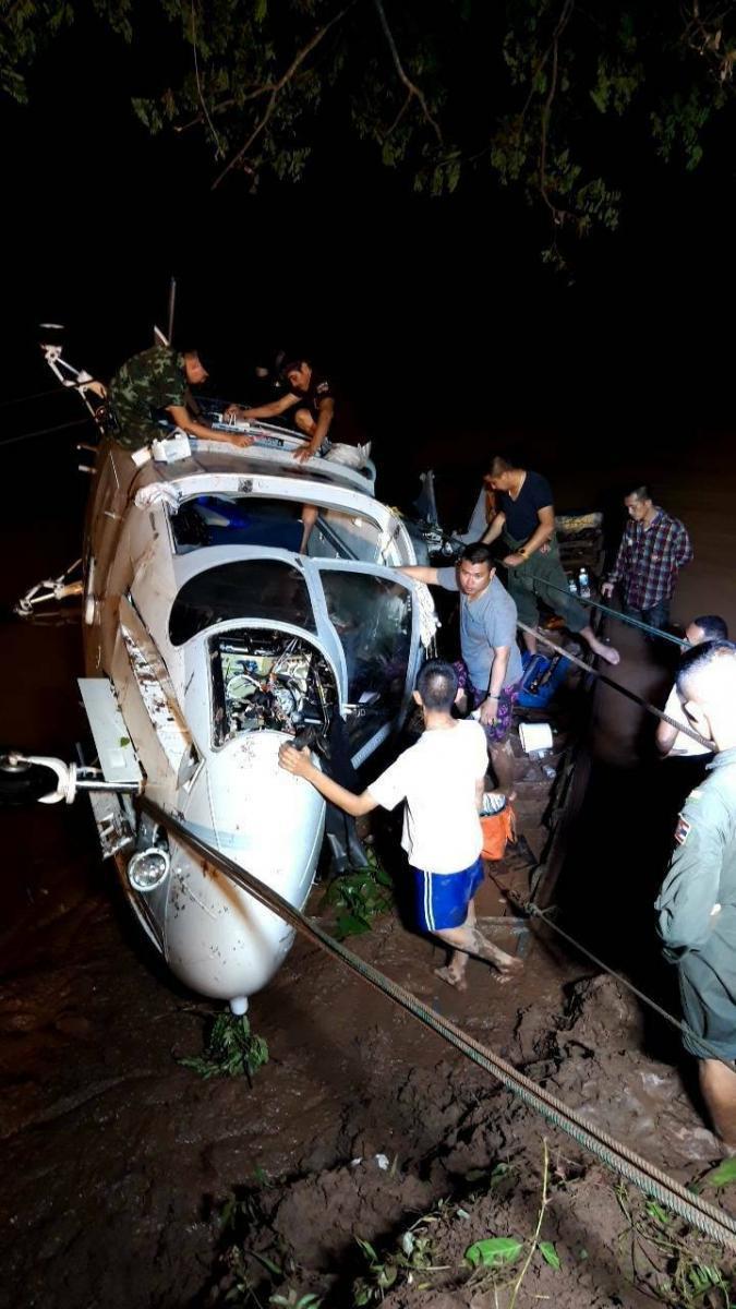 10 ชีวิตระทึก! ฮ.ทัพเรือภารกิจแพทย์เคลื่อนที่ จอดฉุกเฉินกลางเขื่อน 2 นักบินเจ็บ