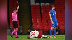 แดง แม็คไกวร์!  อังกฤษ 10 คน พ่าย เดนมาร์ก 0-1