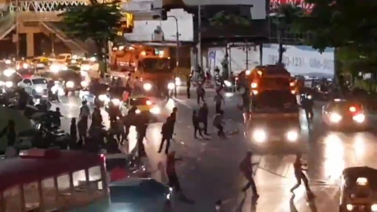 กลุ่มอาชีวะธนบุรี แถลงการณ์ขอโทษผู้ชุมนุม ปมเหตุวุ่นวายที่วงเวียนใหญ่