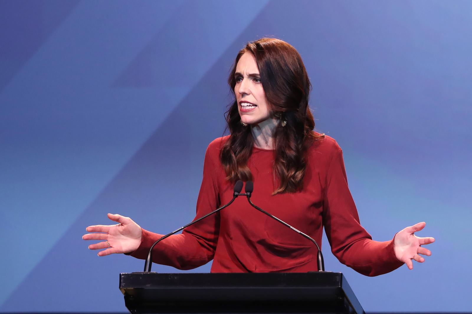 """""""จาซินดา อาร์เดิร์น"""" นายกฯนิวซีแลนด์ คว้าชัยชนะเลือกตั้งถล่มทลาย"""