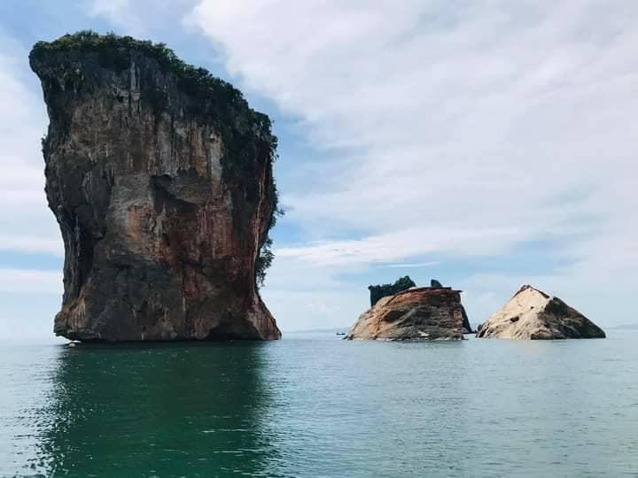 หินยักษ์เกาะทะลุแยกเป็น 2 ส่วน คาดเกิดจากพายุพัดถล่ม