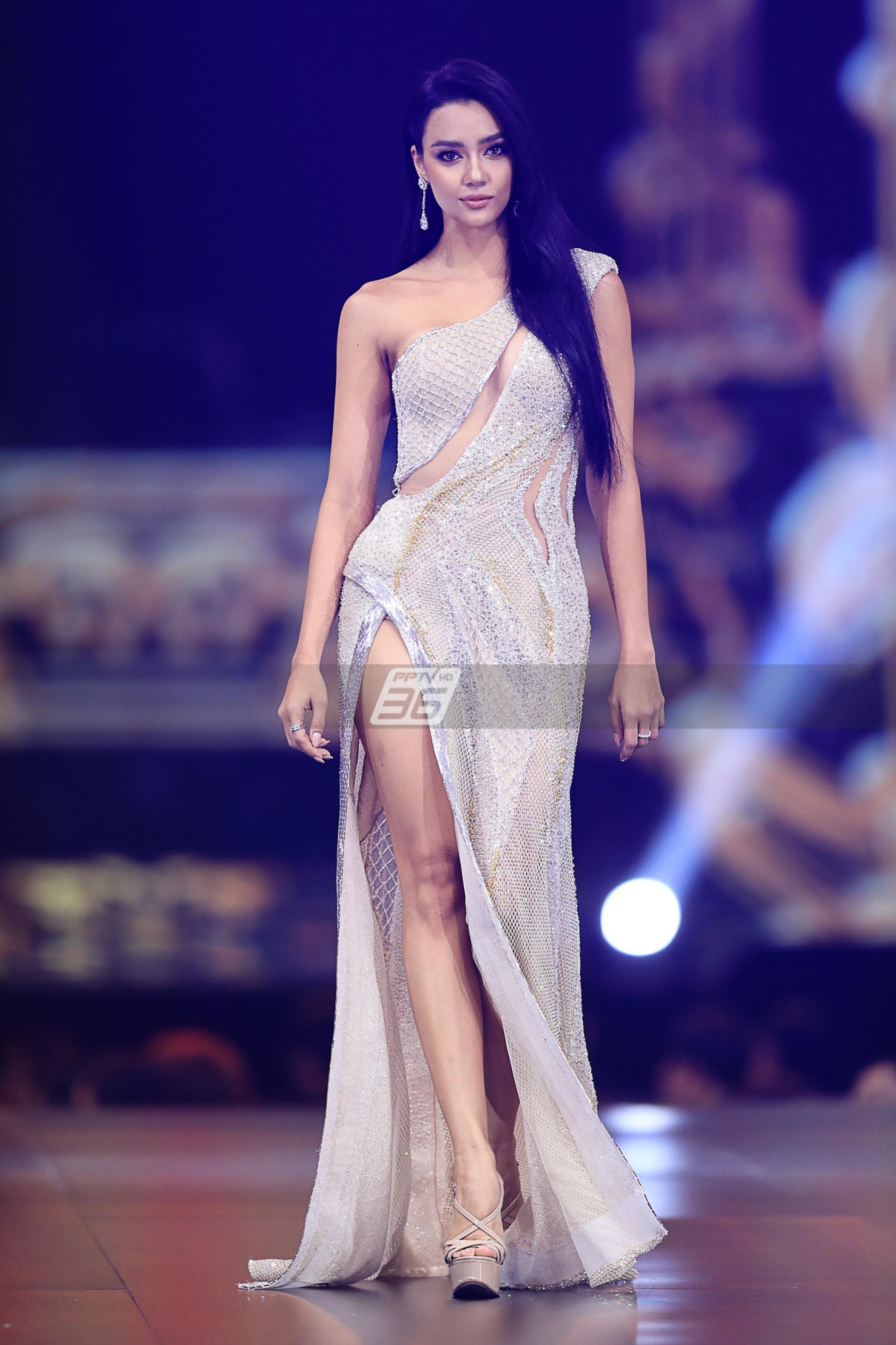 ชุดราตรี รอบพรีลิมฯ  บนเวที Miss Universe Thailand 2020
