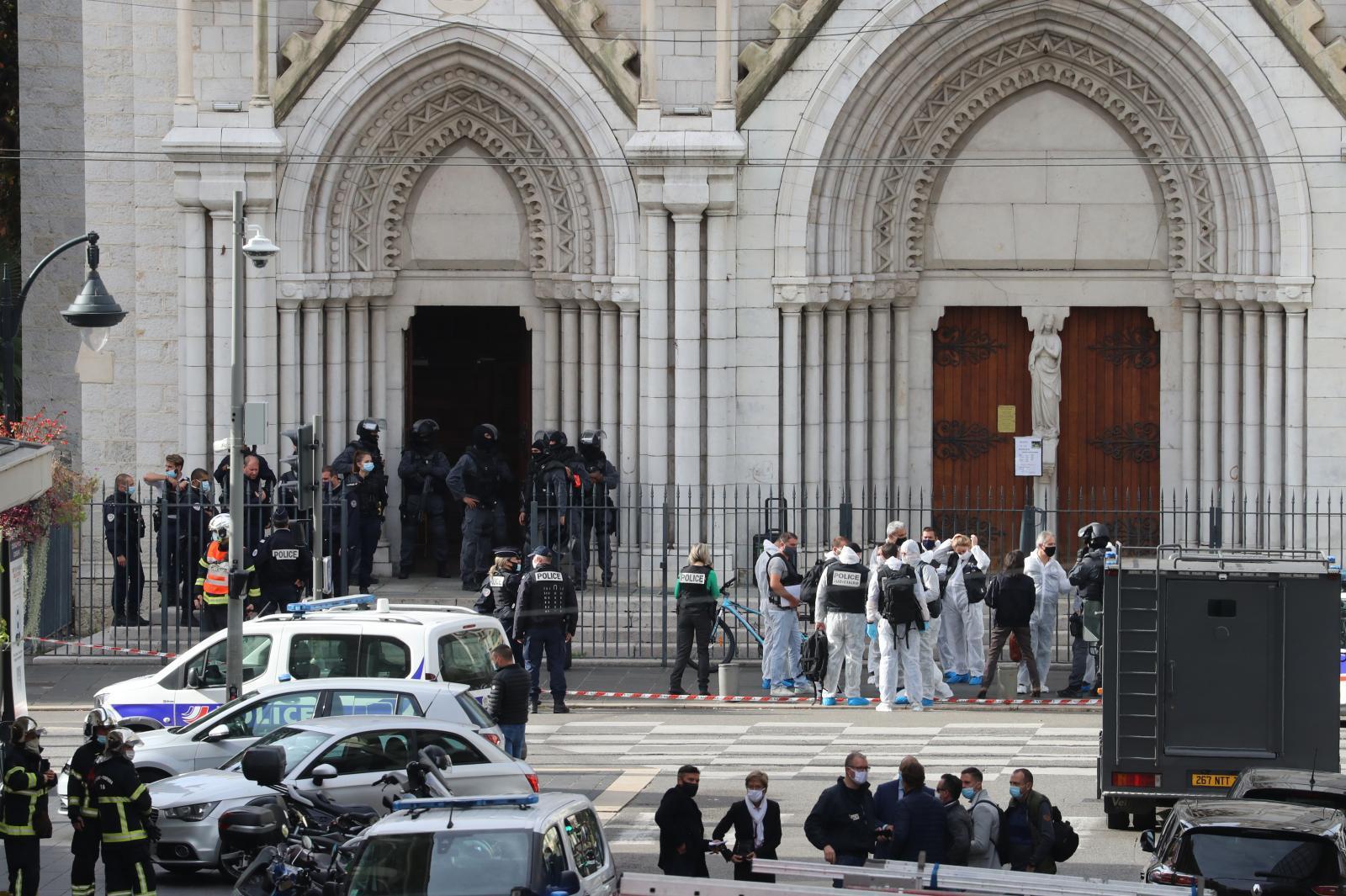 มือมีดไล่แทงกลางโบสถ์เมืองนีช ฝรั่งเศส ดับ 3 ถูกตัดศีรษะ 1