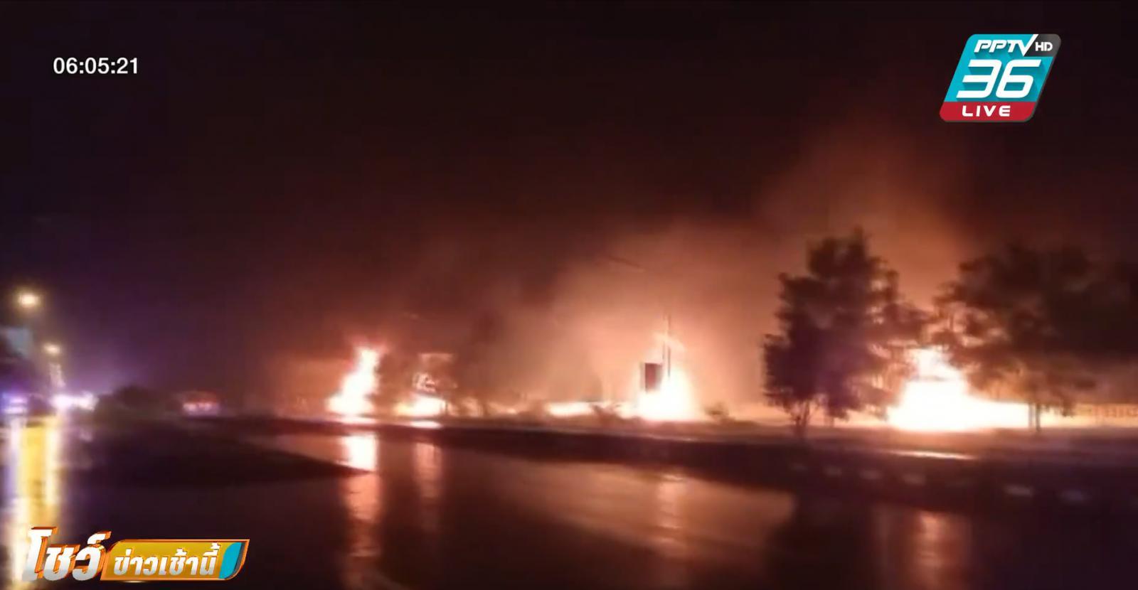 รถบรรทุกน้ำมันชนรถพ่วง 18 ล้อ เปลวเพลิงลุกลามบ้านเรือน