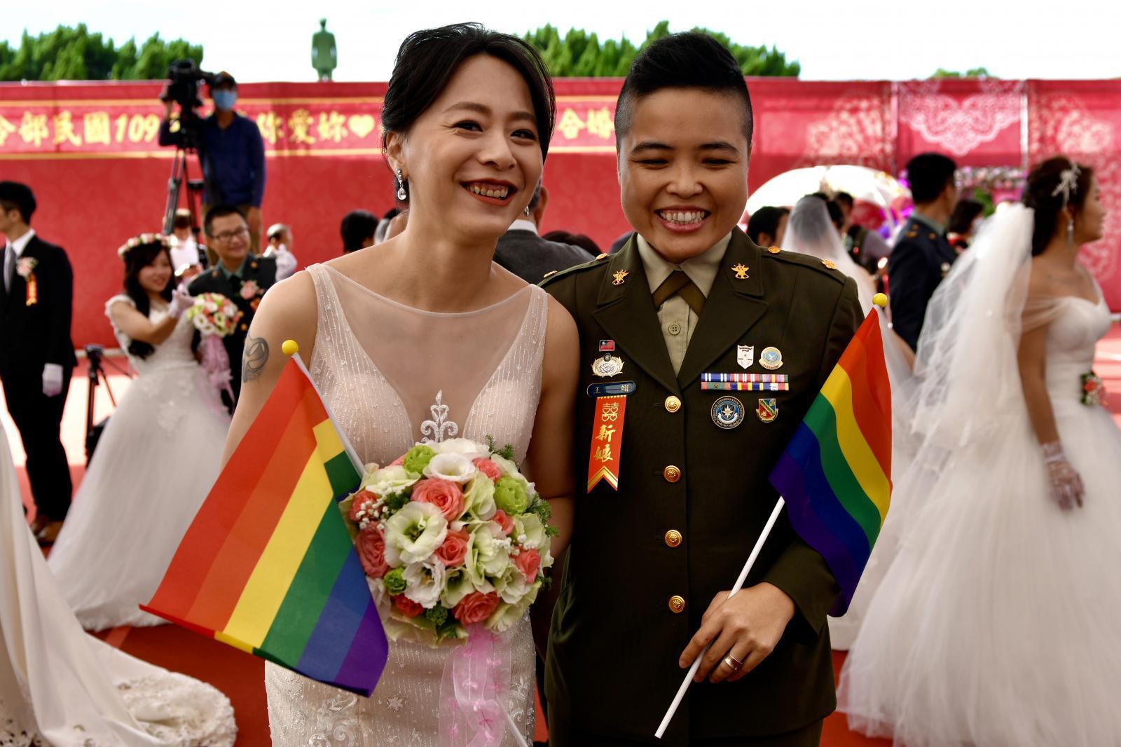 กองทัพไต้หวันจัดงานสมรสให้คู่รัก LGBT เป็นครั้งแรก