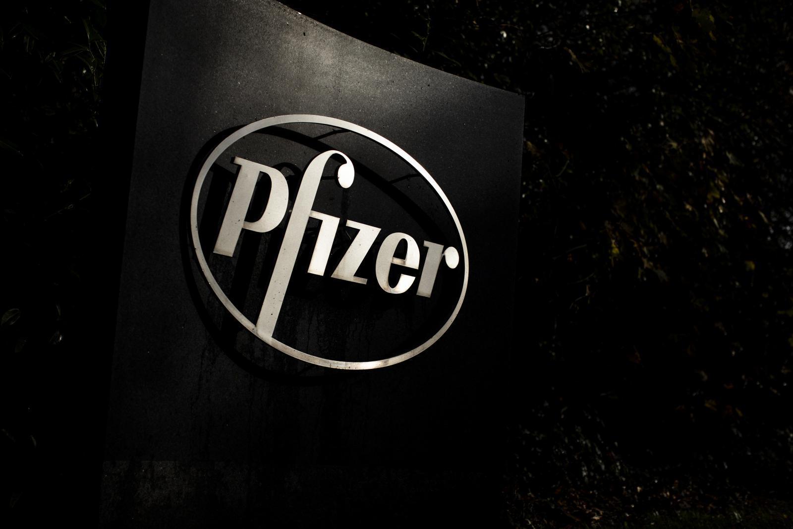 """""""เพนซ์"""" อวย """"ทรัมป์"""" ช่วยให้วัคซีนโควิด-19 สำเร็จ ด้าน Pfizer ออกมาปฏิเสธ"""