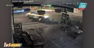 แท็กซี่ไลฟ์สด ซิ่งกวดเก๋ง ก่อนเสียหลักหมุนอัดเสาไฟ รถพังยับ