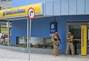 คนร้าย 30 คน บุกปล้นธนาคารในบราซิล