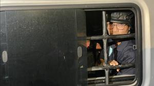 โตโต้นำการ์ดวีโว่ รื้อลวดหนาม แยกอุรุพงษ์ หวิดปะทะตำรวจ ก่อน 18 คนถูกรวบไปสน.