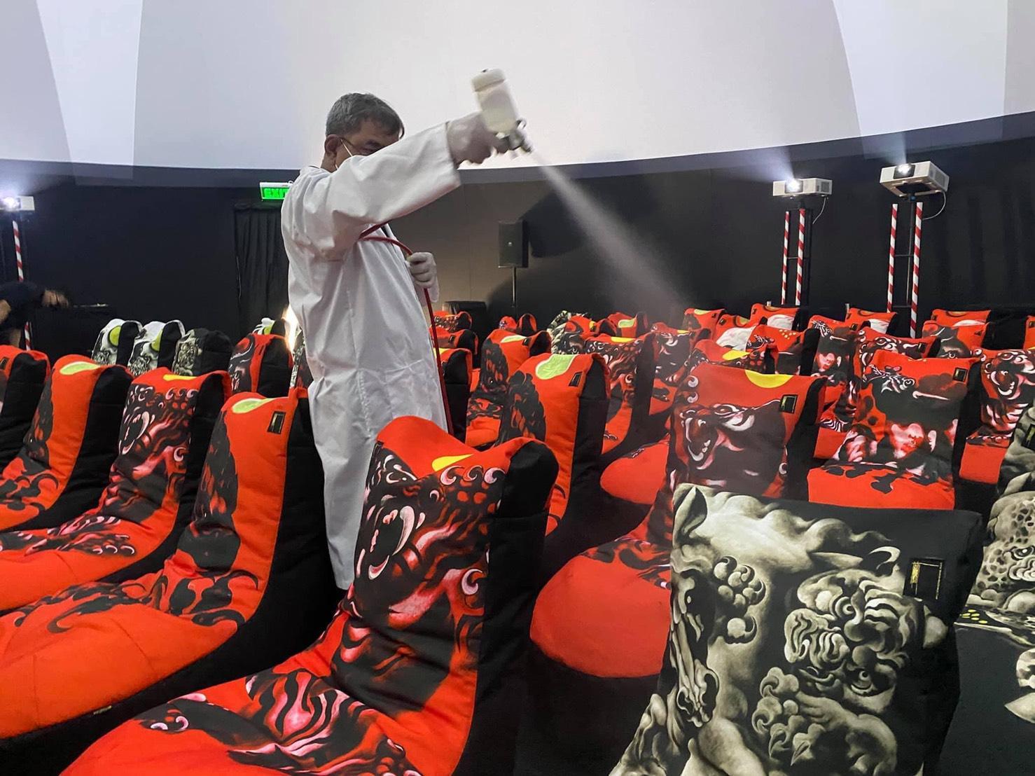 """พิพิธภัณฑ์บ้านดำ จับมือ ซีทีเอส กรุ๊ป ยกระดับมาตรการป้องกันไวรัส โควิด -19  สร้างความมั่นใจให้ผู้ชมงาน """"Immersive Art of Thawan Duchanee"""""""