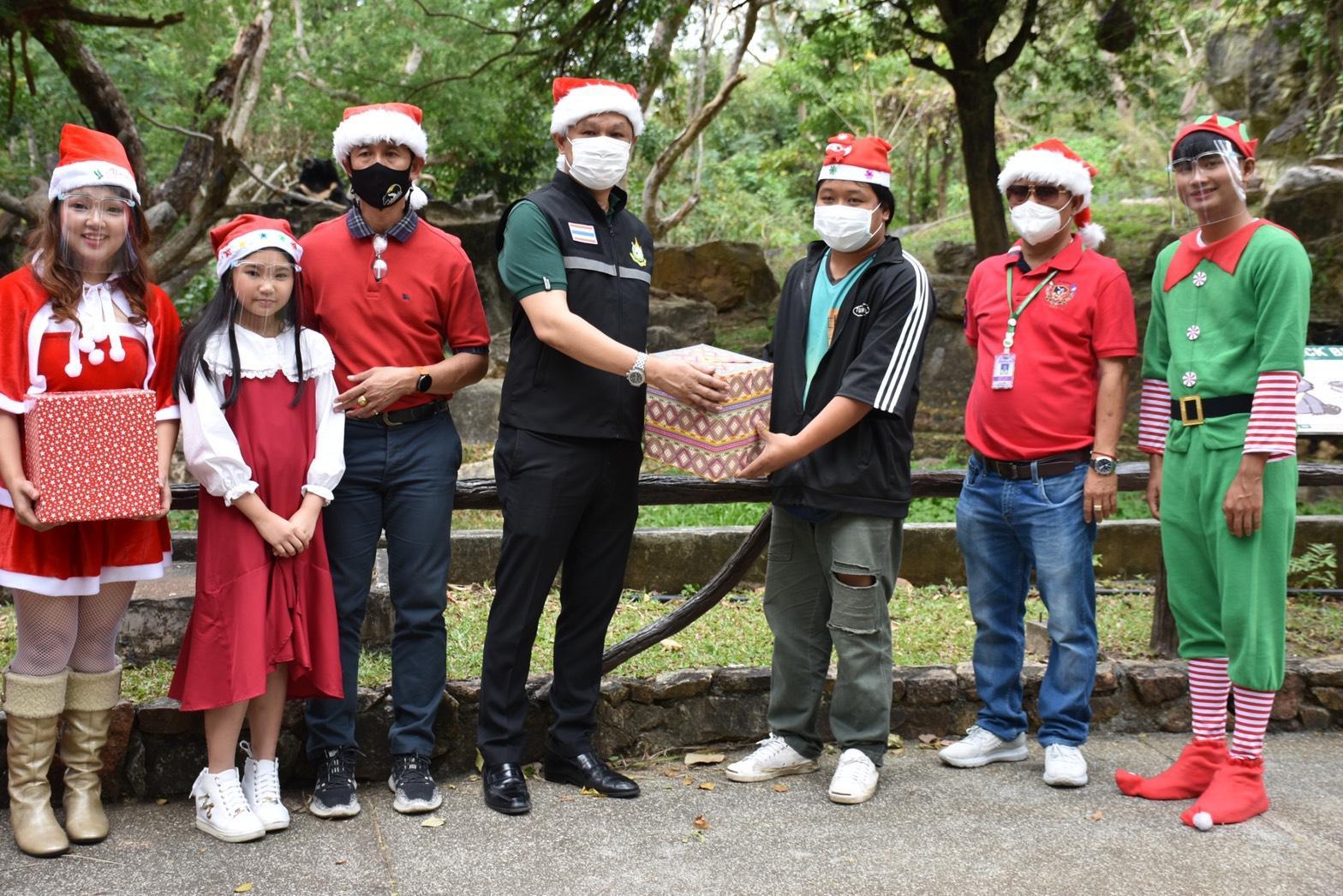 """""""สวนสัตว์เปิดเขาเขียว""""  มอบของขวัญสัตว์ป่า ฉลอง Merry Christmas & Happy New Year"""