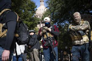 พบกลุ่มติดอาวุธร่วมม็อบในสหรัฐมากขึ้น