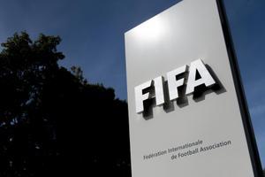 กฎเหล็กฟีฟ่า เล่นซูเปอร์ลีก ชวดยูโร-บอลโลก