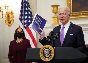 """""""ไบเดน"""" สั่งประเมินภัยคุกคามกลุ่มสุดโต่งในสหรัฐฯ"""
