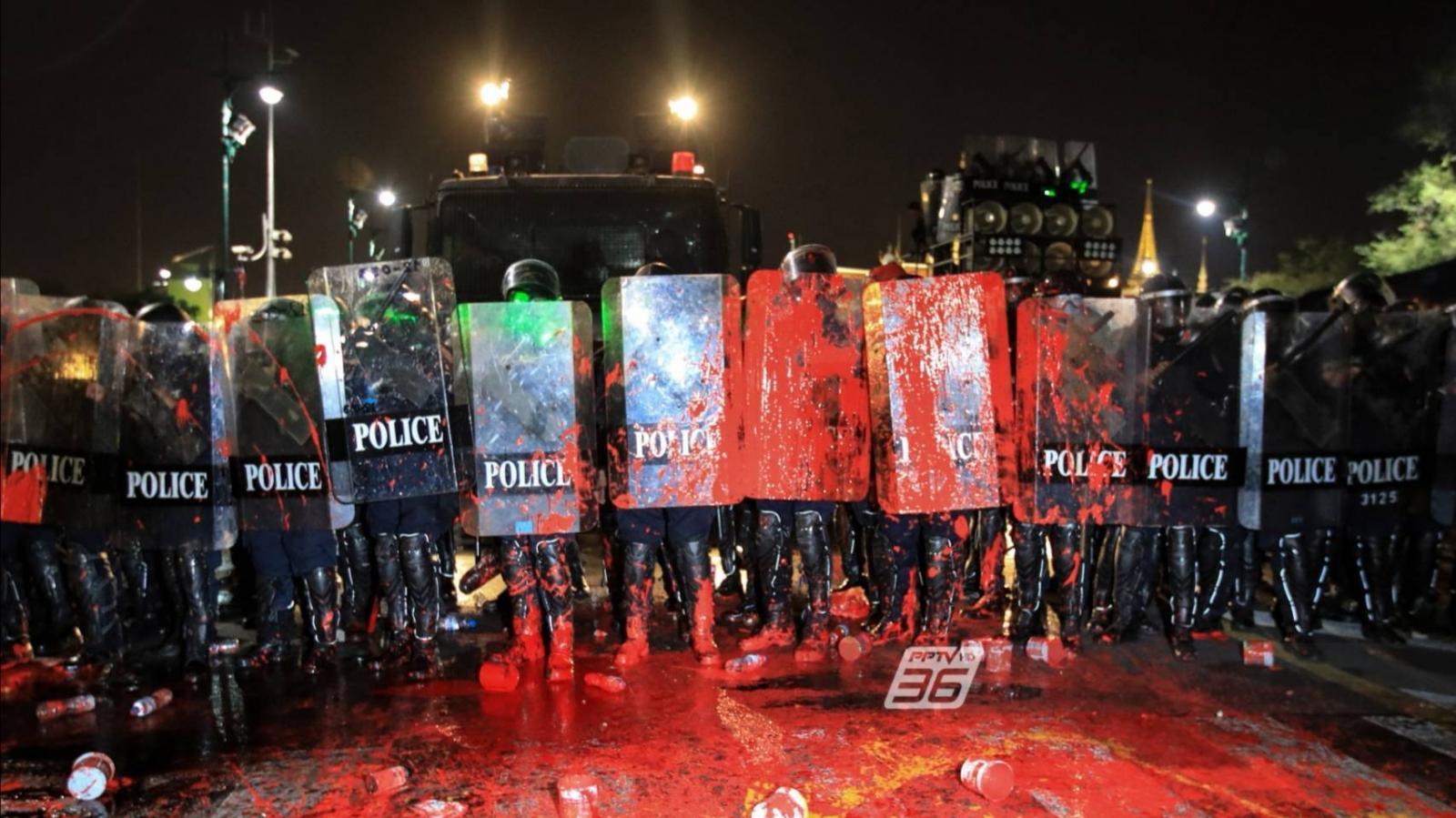 """ประมวลเหตุการณ์ """"สลายม็อบ13กุมภา"""" อนุสาวรีย์ปชต.สู่ศาลหลักเมือง ปืนดัง ประทัดยักษ์สนั่น"""