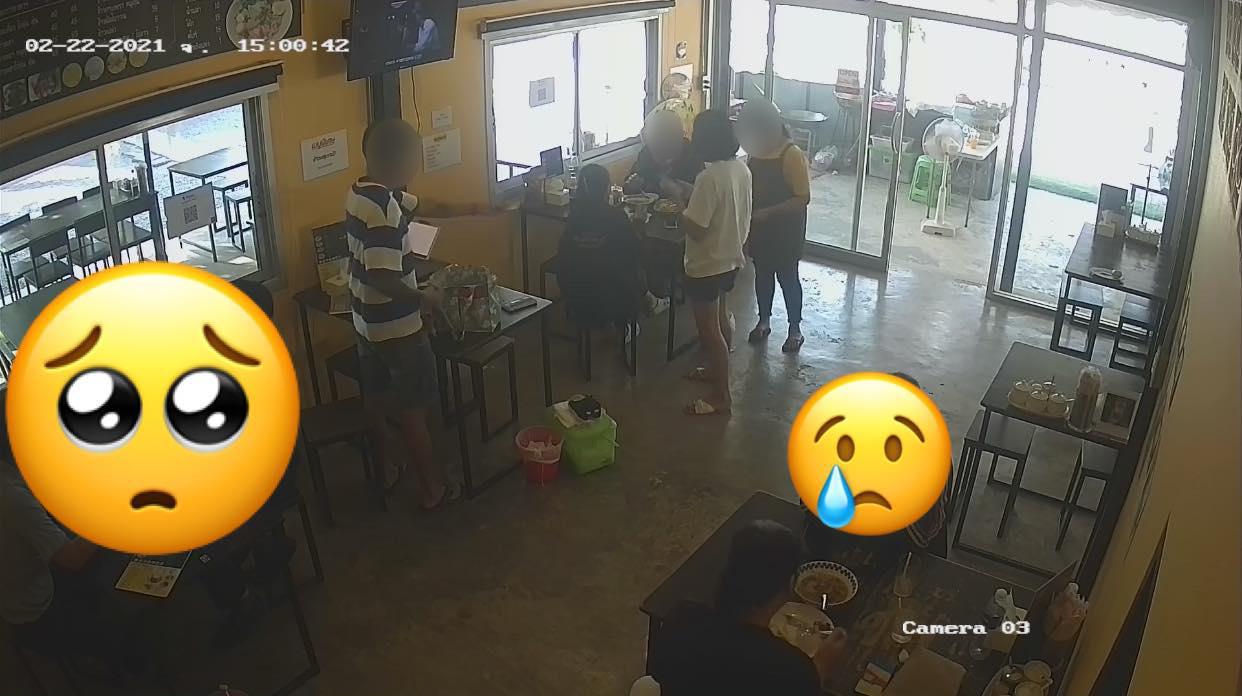 """ลุง-ป้า ผิดหวัง จ่ายค่าข้าวผ่าน """"เราชนะ"""" ไม่ได้ กล้องมือถือพัง เจ้าของร้านสุดสงสารให้กินฟรี!"""
