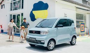 """""""หงกวง มินิอีวี"""" รถยนต์ไฟฟ้ารุ่นประหยัดในจีน ขายดีกว่า """"เทสลา"""" ถึง 2 เท่า!"""