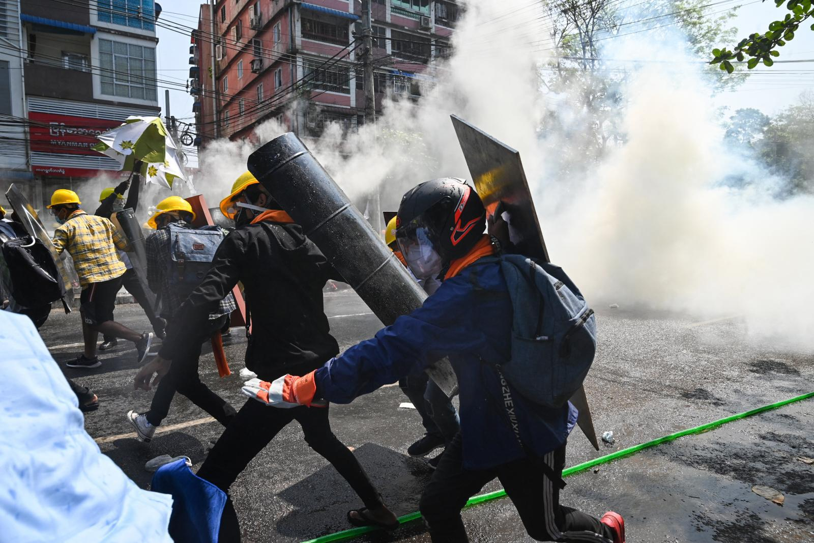 """สิงคโปร์ จี้กองทัพเมียนมา หยุดทำร้ายประชาชน - ปล่อยตัว  """"ซูจี"""""""