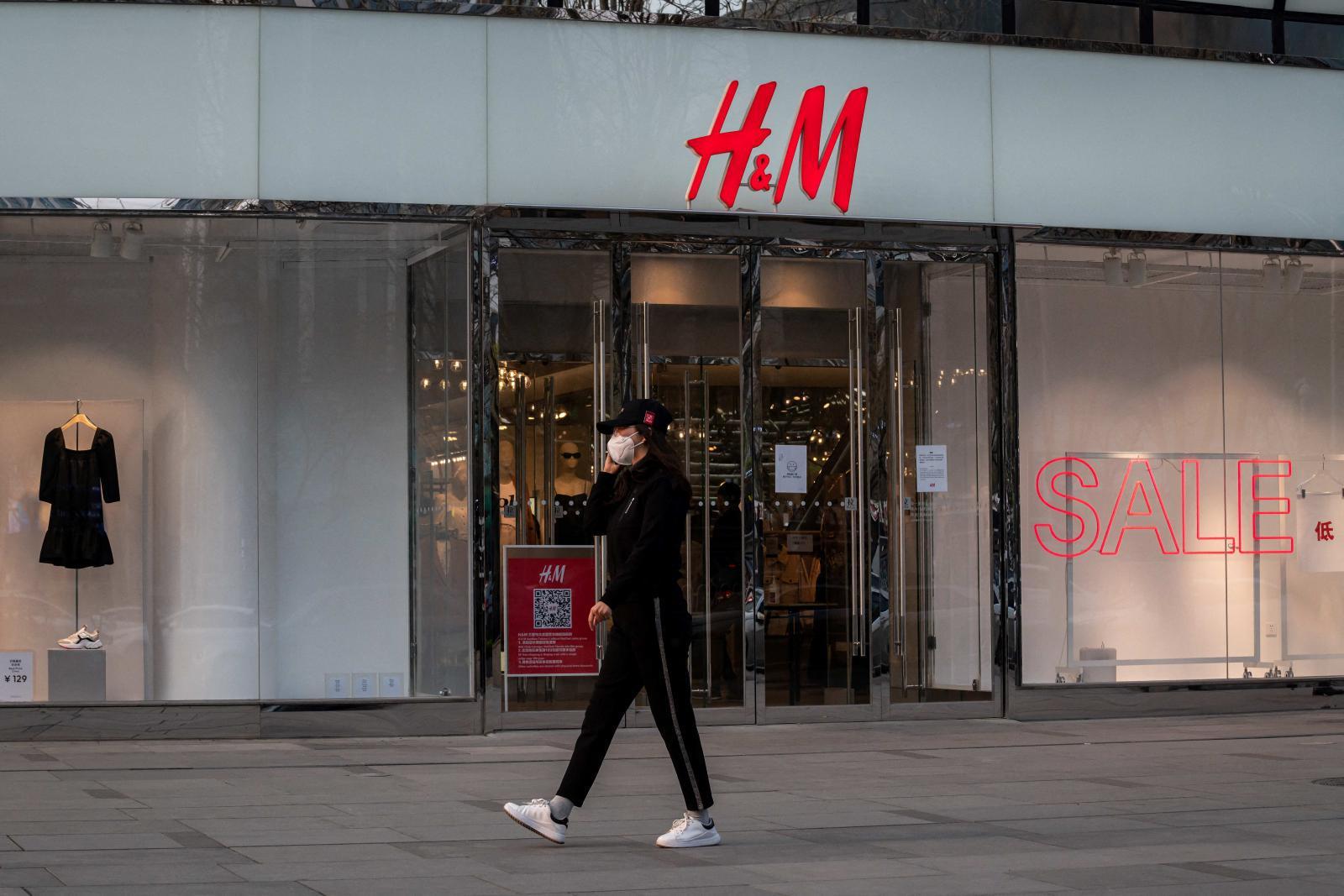 """""""H&M"""" ระงับคำสั่งผลิตสินค้าในเมียนมา ตอบโต้กองทัพใช้ความรุนแรงกับผู้ชุมนุม"""