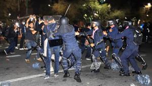 ม็อบ20มีนา - ตำรวจปะทะวุ่น สลายการชุมนุม สนามหลวง ราชดำเนินเดือด แก๊สน้ำตา กระสุนยางว่อน เจ็บเพียบ