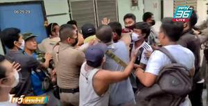 ชาวเมียนมากว่า 50 คน ปิดซอยรุม หนุ่มเมียนมา ไลฟ์สด เข้าข้างทหาร-ด่าอองซาน