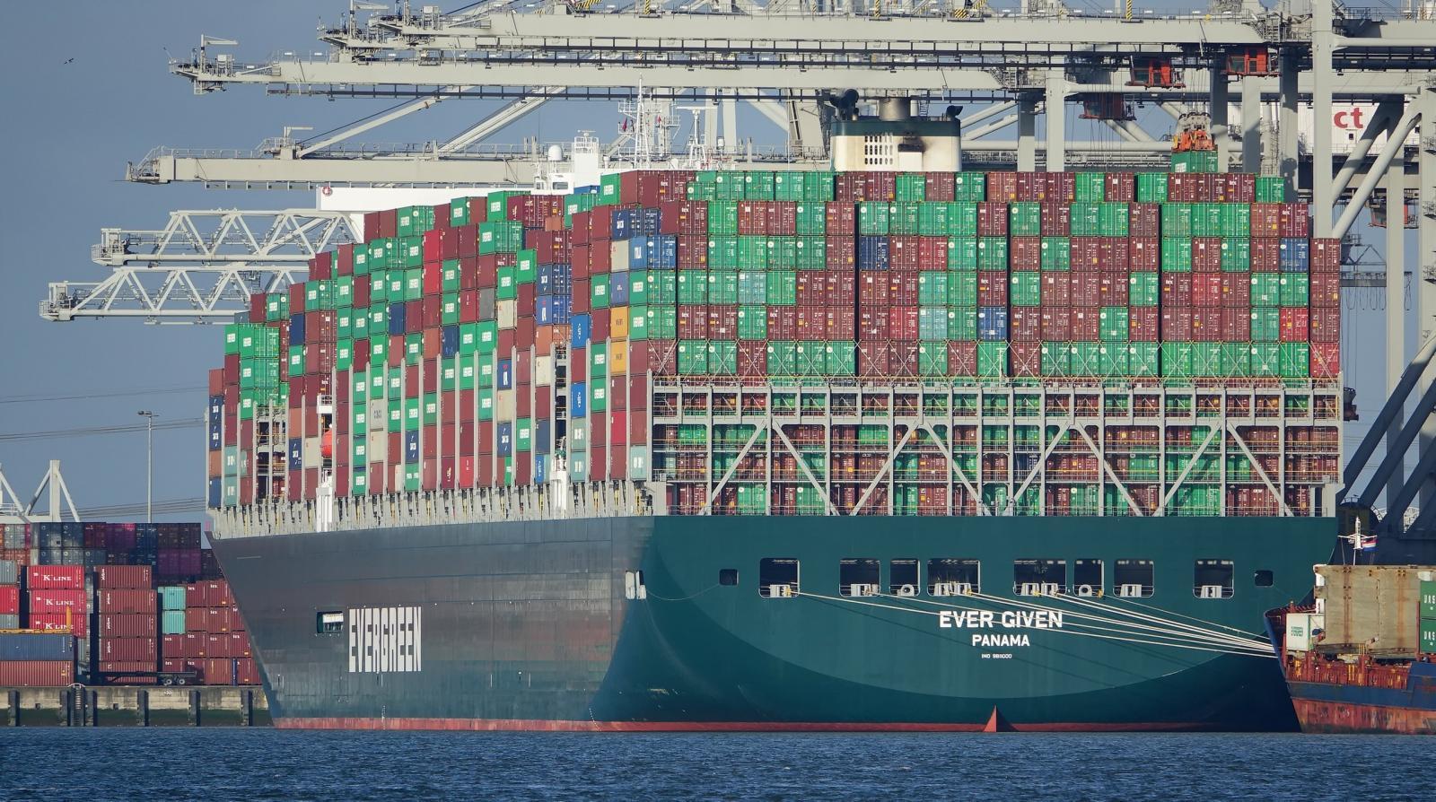 เรือขนส่งขนาดยักษ์ Ever Given ใหญ่กว่าไททานิค สูงกว่าหอไอเฟล