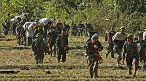 ด่วน! 313 คนผู้อพยพจากเมียนมา หนีภัยสงคราม เข้าฝั่งไทย พำนักริมสาละวิน อีก 2,000 ประชิดชายแดน