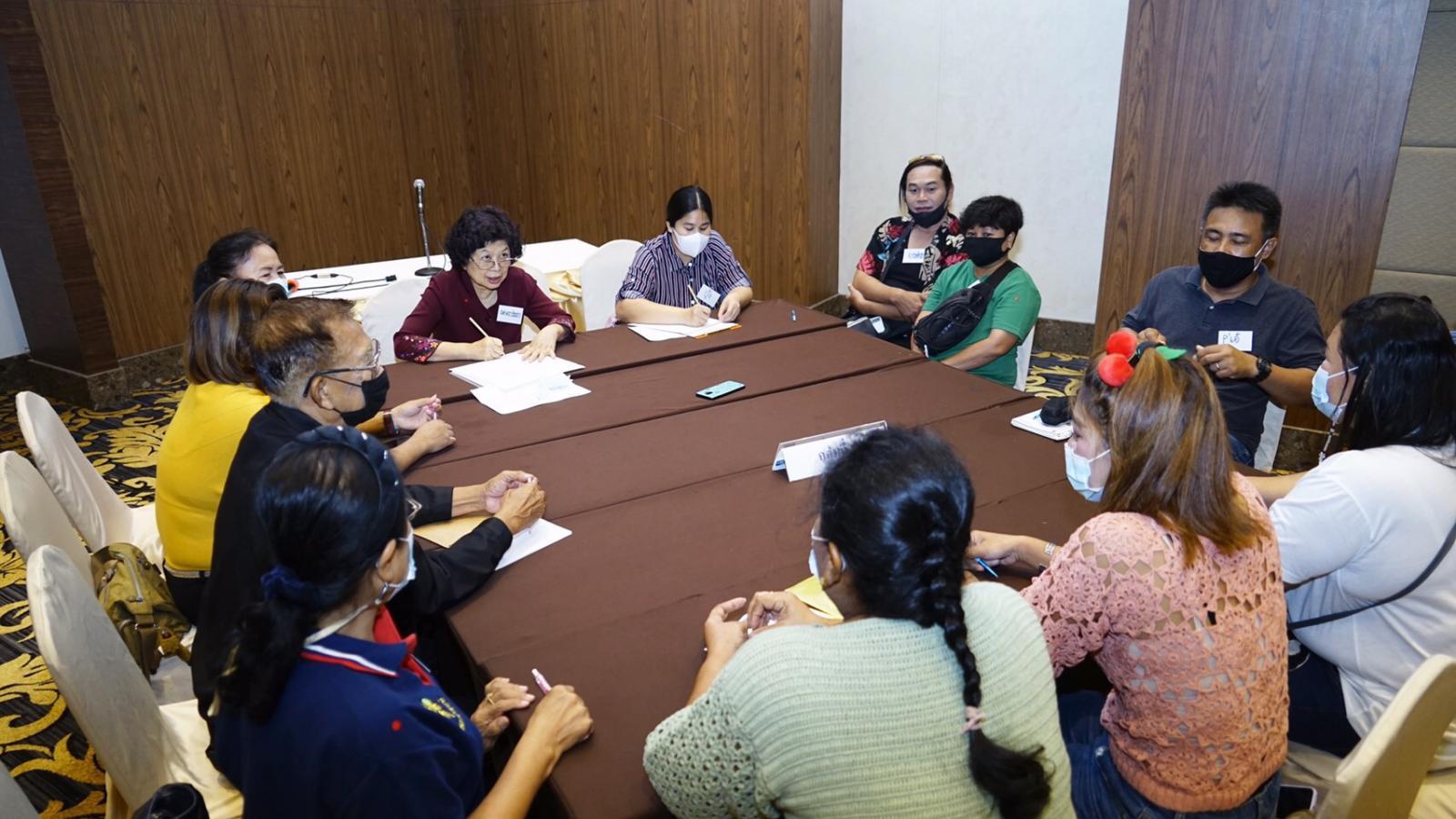 คณะพยาบาลศาสตร์ ราชวิทยาลัยจุฬาภรณ์ จัดโครงการสนทนากลุ่มประธานชุมชน อสส และประชาชน ระหว่างวันที่ 10 ถึง 28 มีนาคม 2564