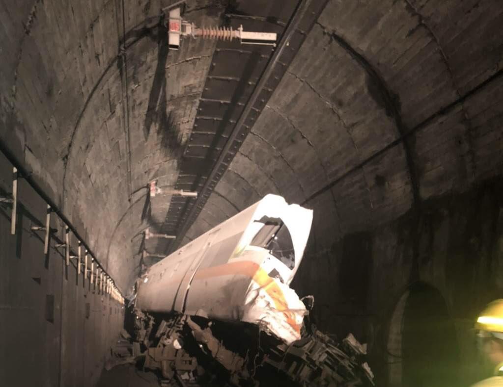 เกิดอุบัติเหตุรถไฟตกรางที่ไต้หวัน เสียชีวิตอย่างน้อย 36 ราย