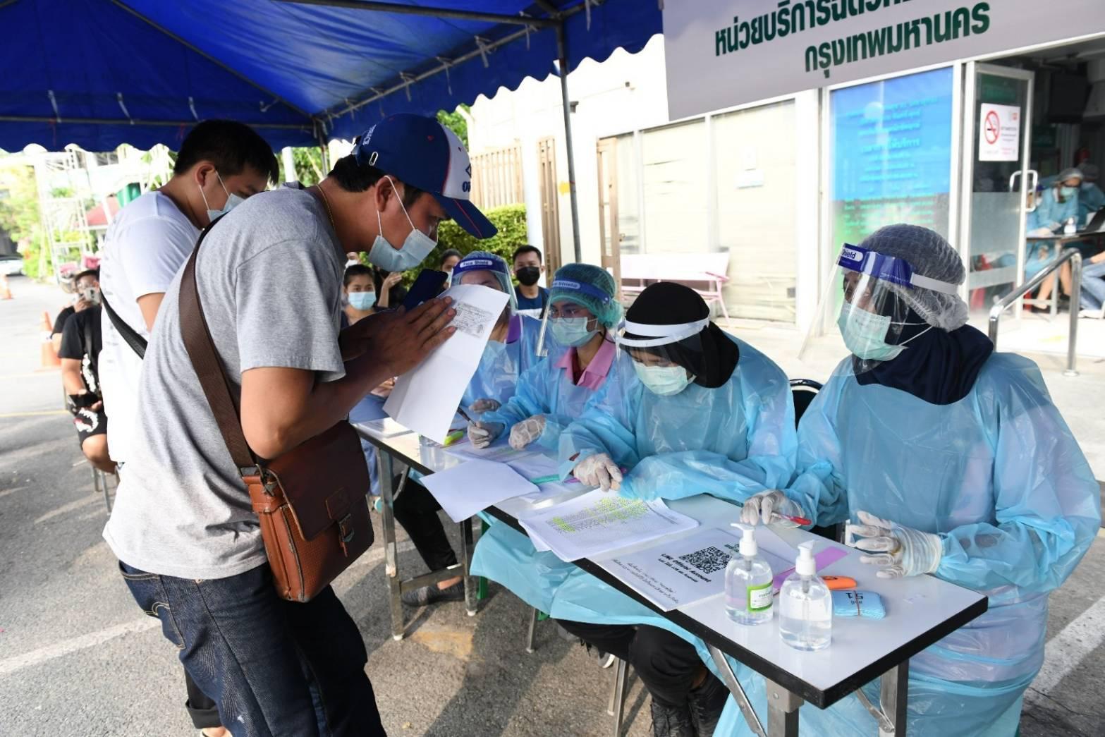 กทม.ลุยฉีดวัคซีนโควิด-19 ตรวจ SWAB กลุ่มเสี่ยงคลัสเตอร์ทองหล่อ