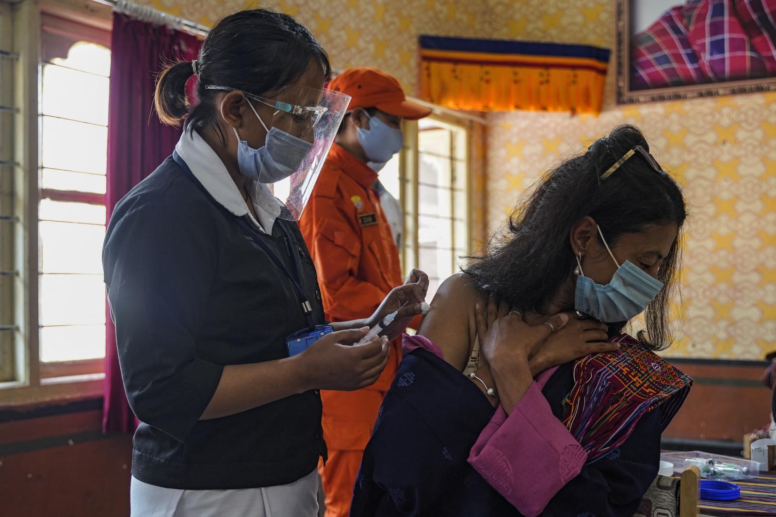 """""""เล็กแต่รวดเร็ว"""" ภูฏาน ฉีดวัคซีนโควิด-19 แล้ว 93% ของจำนวนประชากร"""