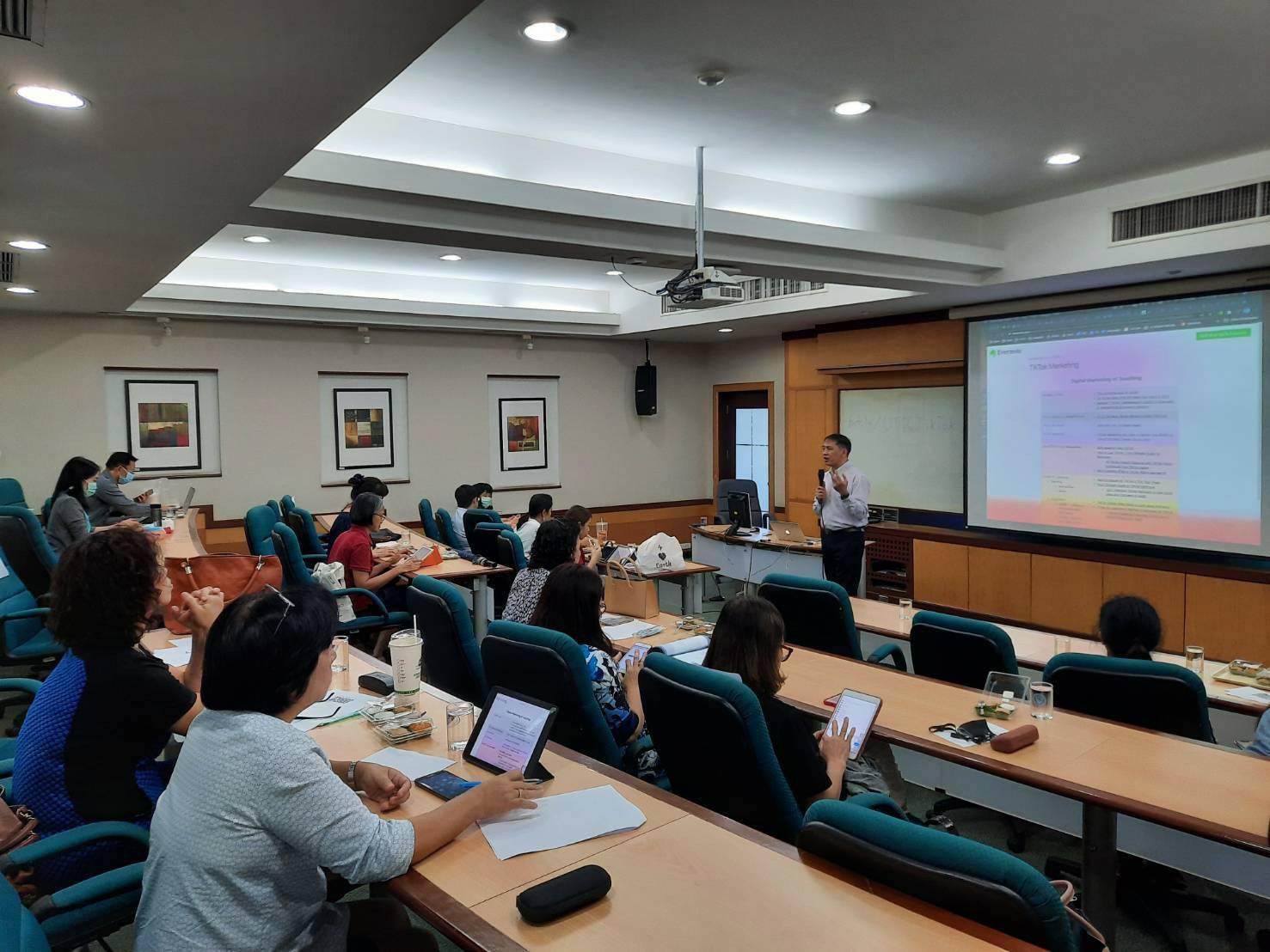 """""""หอการค้าไทย"""" ใช้หลักการเคเอ็มเสริมศักยภาพสอนออนไลน์ชนะโควิด-19"""