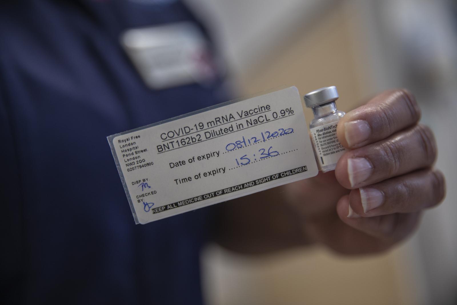 """ทดสอบ """"วัคซีนไฟเซอร์"""" กับคน 1 ล้านคน ประสิทธิภาพยังอยู่ที่ 95%"""
