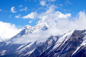 """จีน เตรียมแบ่งเขตเส้นทางพิชิต """"เอเวอเรสต์"""" สกัดโควิด-19 จากนักปีนเขาฝั่งเนปาล"""