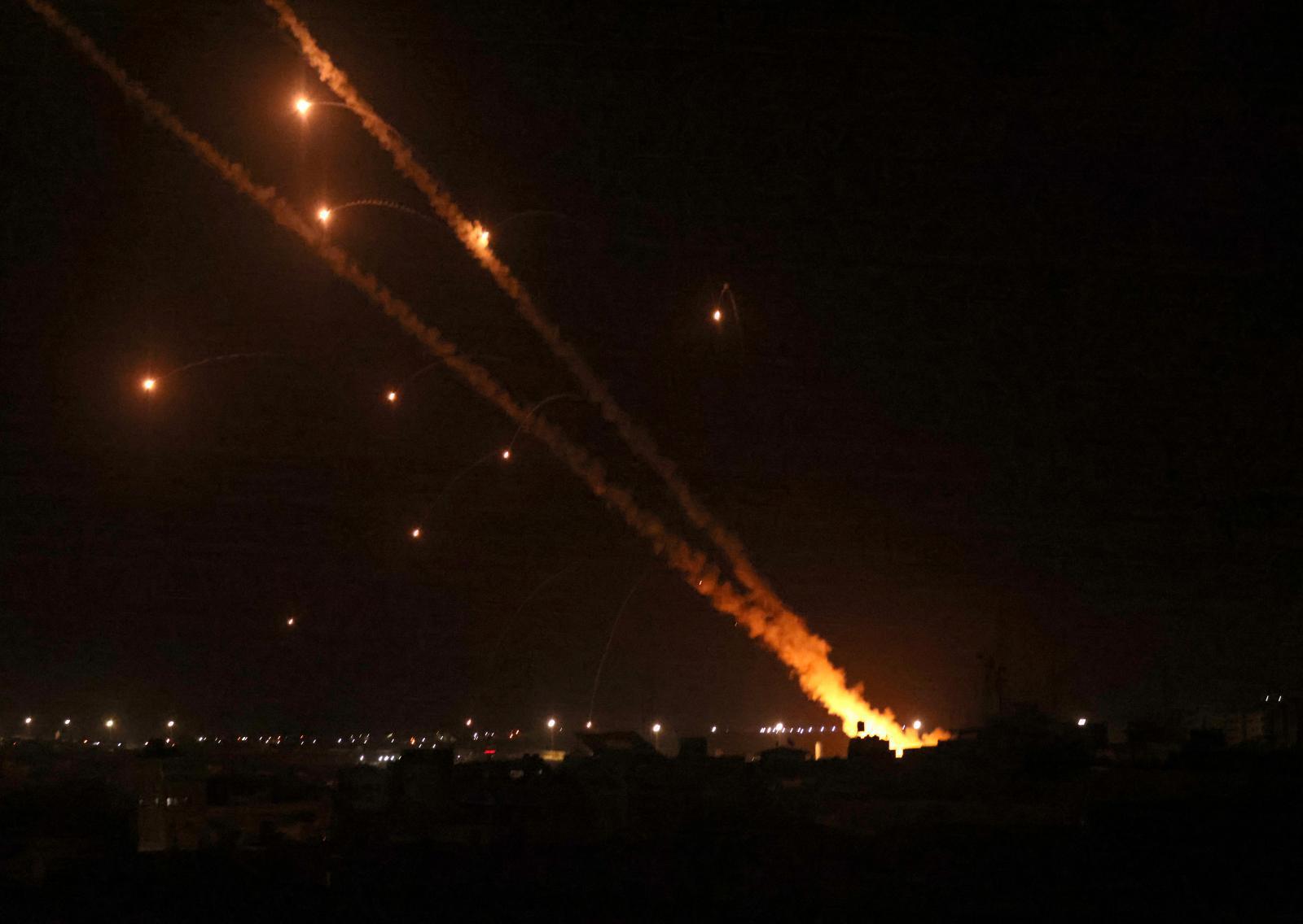 กลุ่มฮามาส ยิงจรวดกว่า 100 ลูก ถล่มเมืองเยรูซาเลม ตอบโต้อิสราเอล