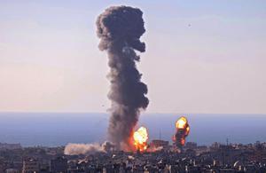 อิสราเอล ปูพรมถล่มฉนวนกาซ่า ดับนับร้อยคน สหรัฐฯ จี้ปาเลสไตน์ หยุดยิงจรวด