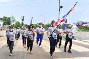 """2 ฮีโร่เหรียญโอลิมปิก """"สมจิตร-อุดมพร"""" ร่วมวิ่งส่งธงไทยไปโตเกียว 2020"""