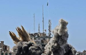 อิสราเอล ถล่มตึกสำนักข่าวต่างชาติชื่อดัง ในฉนวนกาซา