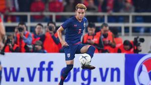 """""""ธีราทร"""" ถอนตัวทีมชาติไทยลุยคัดบอลโลก 2022"""