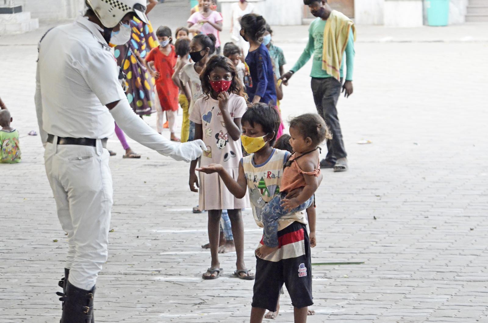 โควิด-19 คร่าชีวิตพ่อแม่ เด็กกำพร้าในอินเดียเพิ่มขึ้นหลายพันคน